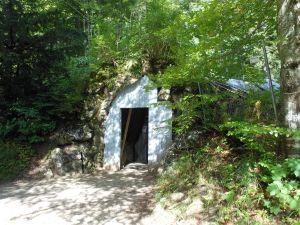 GrottoEntry