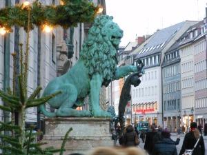 LionOutsideResidenz