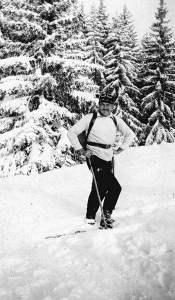 Hemingway on skis in 1927, public domain